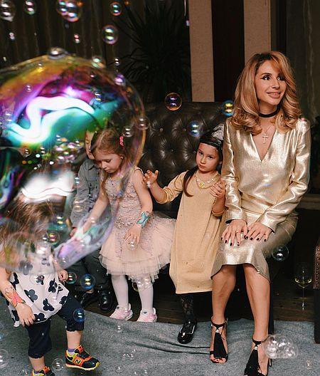 Лобода влаштувала доньці свято у стилі Гетсбі з живими зміями - фото 2