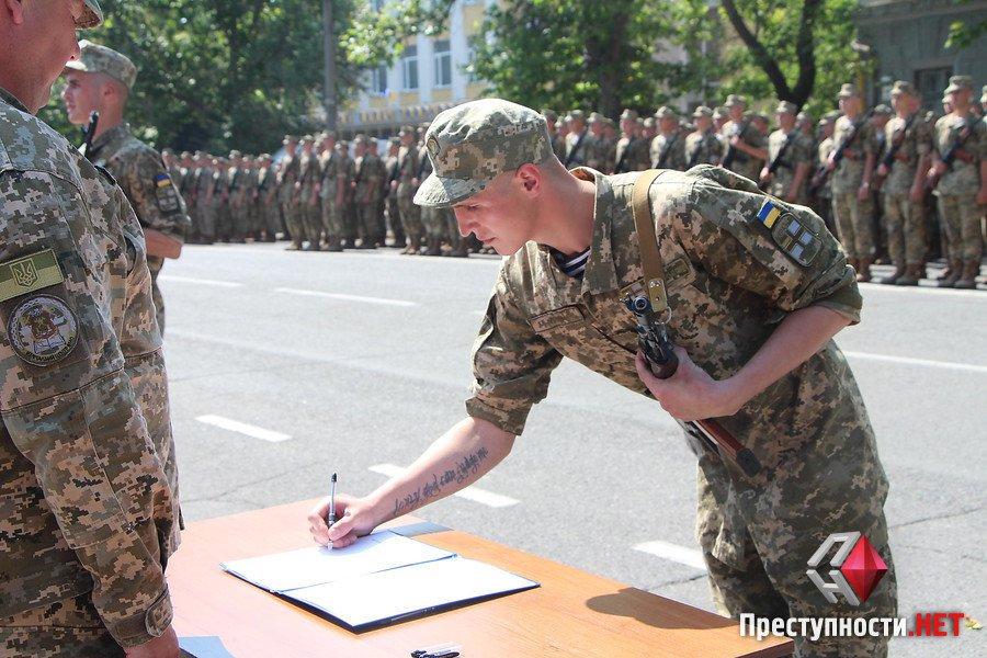 У Миколаєві прийняли присягу 600 строковиків - фото 2