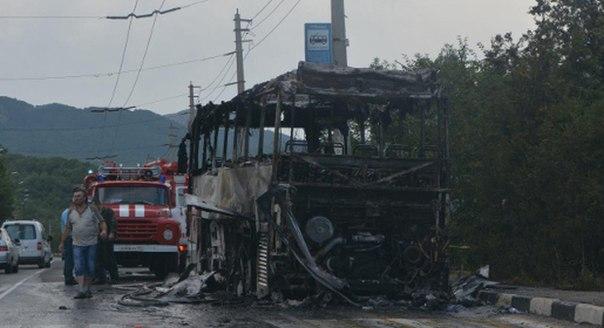 На трасі Алушта-Сімферополь загорівся автобус з 37 дітьми  - фото 1