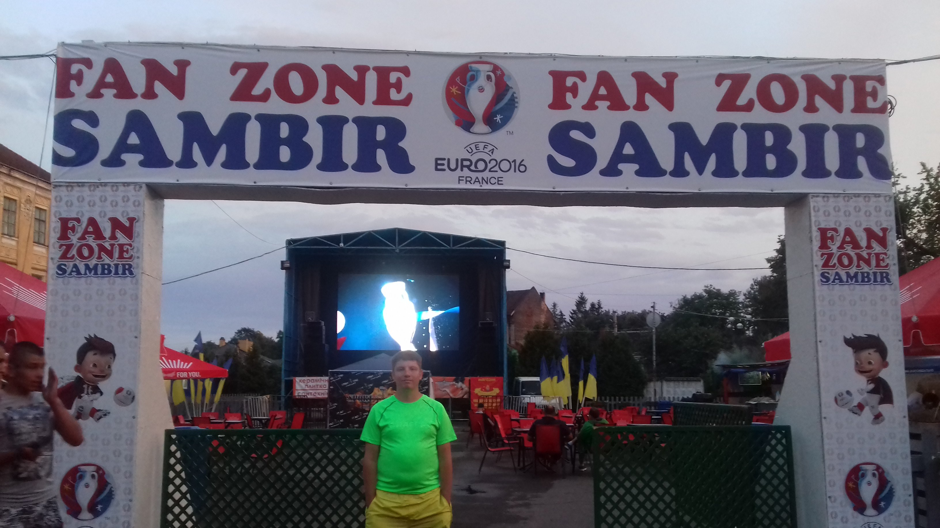 Провінційні стадіони України: Дерев'яно-пластикова арена у Самборі - фото 3