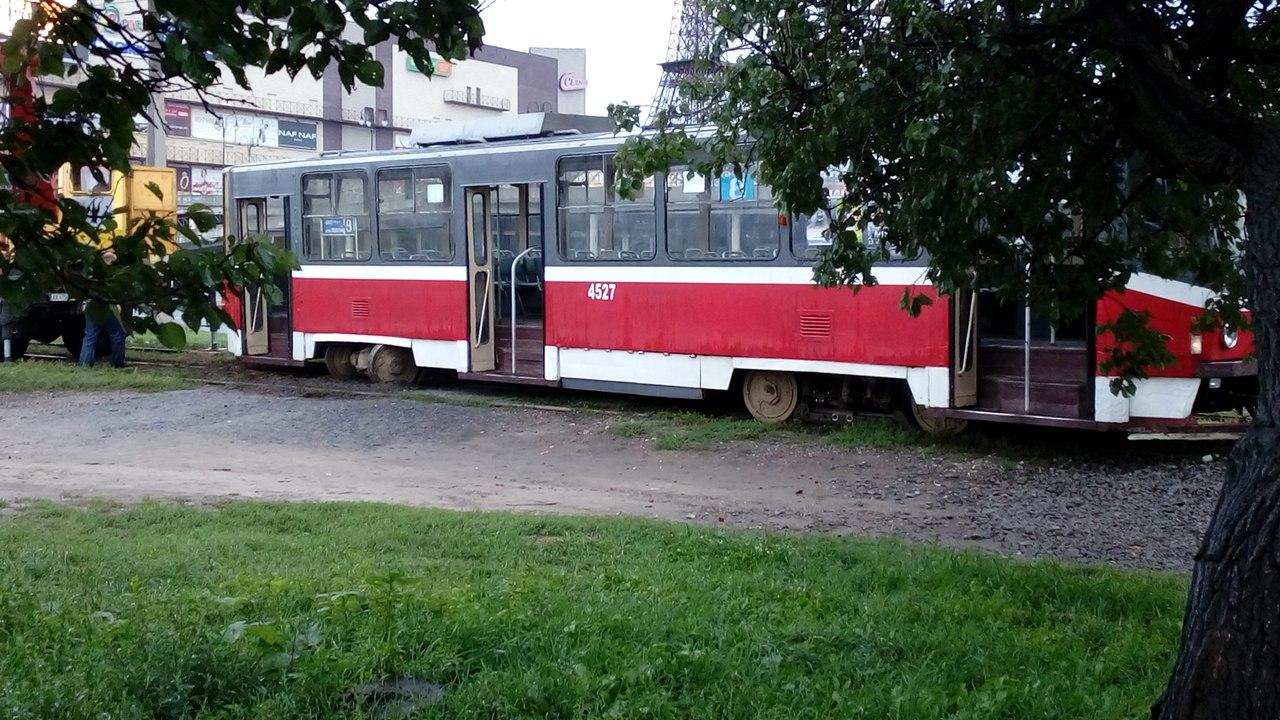 На Салтівці злетів із рейок трамвай - фото 1