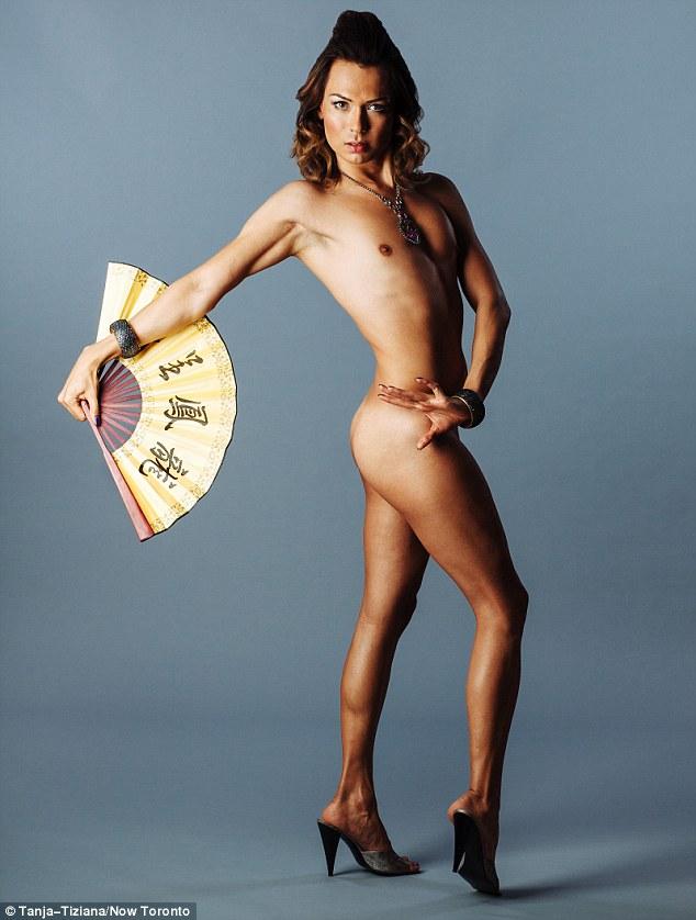 Як голі транссексуал, вагітна жінка та інвалід позували для глянцю (ФОТО, 18+) - фото 6