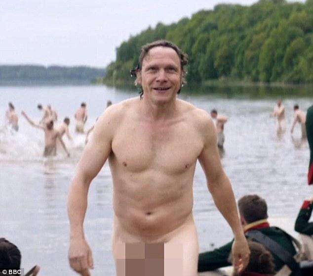 """Британці поскаржилися на голий пеніс у серіалі """"Війна та мир"""" (ФОТО 18+) - фото 1"""