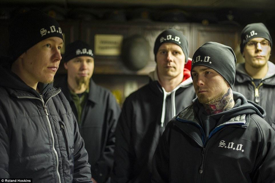Як фінські нацисти патрулюють вулиці, щоб захищати жінок від мігрантів - фото 3