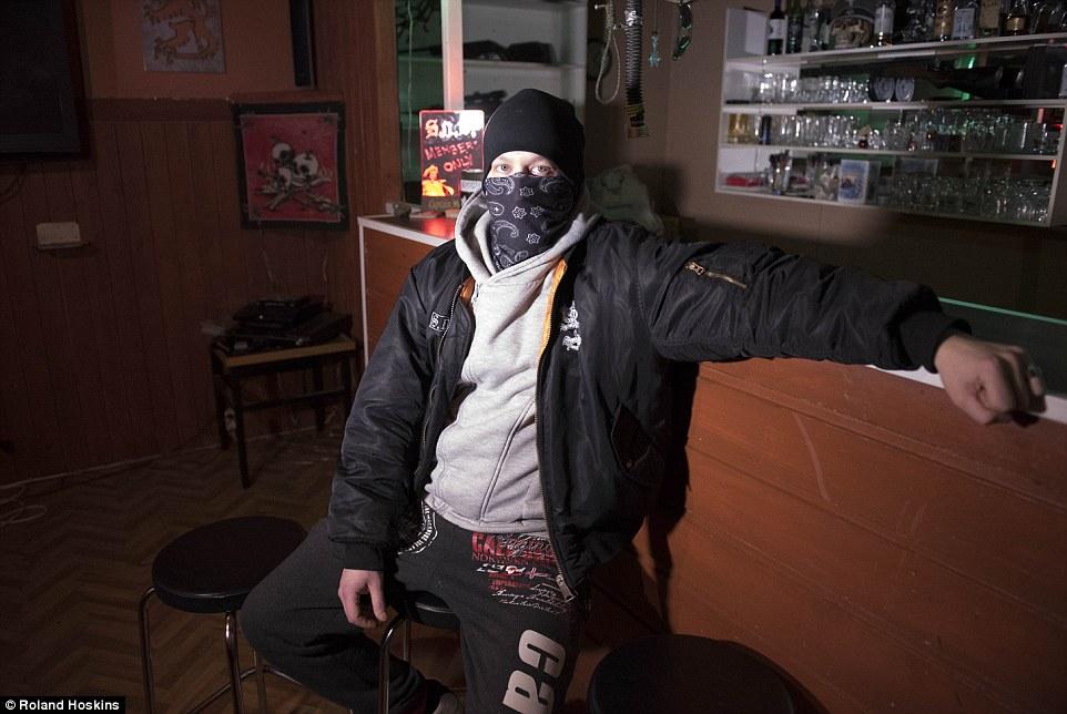 Як фінські нацисти патрулюють вулиці, щоб захищати жінок від мігрантів - фото 1