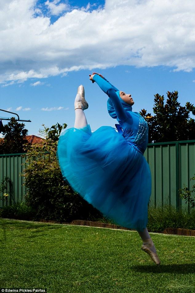 Як виглядає перша у світі мусульманська балерина в хіджабі  - фото 2