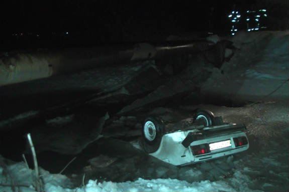 УХаркові автомобіль впав у річку, водій загинув