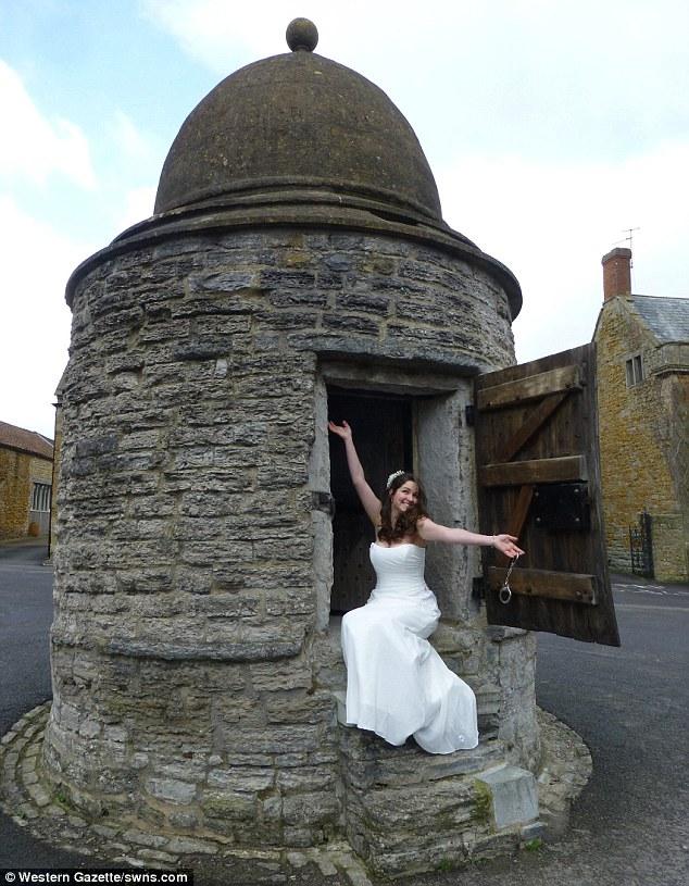 У Британії стало модним грати весілля у крихітних тюремних камерах 18 століття - фото 1