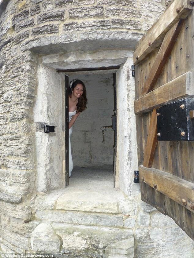 У Британії стало модним грати весілля у крихітних тюремних камерах 18 століття - фото 2