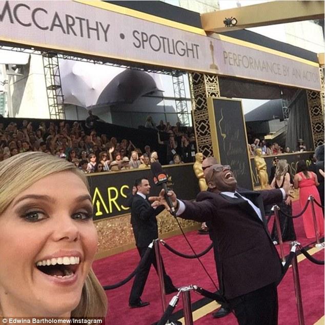 """Телеведуча з """"Оскару"""", сукню якої прикрасив статевий орган, спантеличила глядачів - фото 1"""