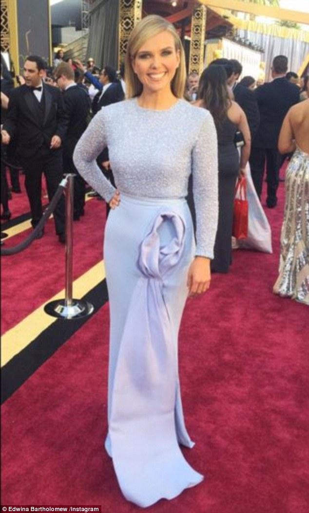 """Телеведуча з """"Оскару"""", сукню якої прикрасив статевий орган, спантеличила глядачів - фото 3"""