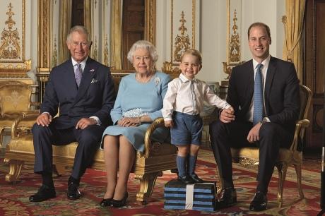 Як старіє Єлизавета ІІ: найяскравіші фото від дитинства і до сьогодні  - фото 28