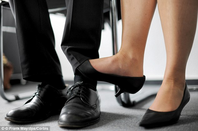 Чоловіки розповіли про травми від сексуальних домагань з боку жінок - фото 1