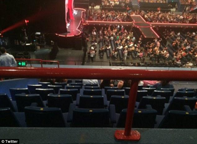 Як Мадонна після конфузу у Мельбурні виступала на напівпорожньому стадіоні - фото 2