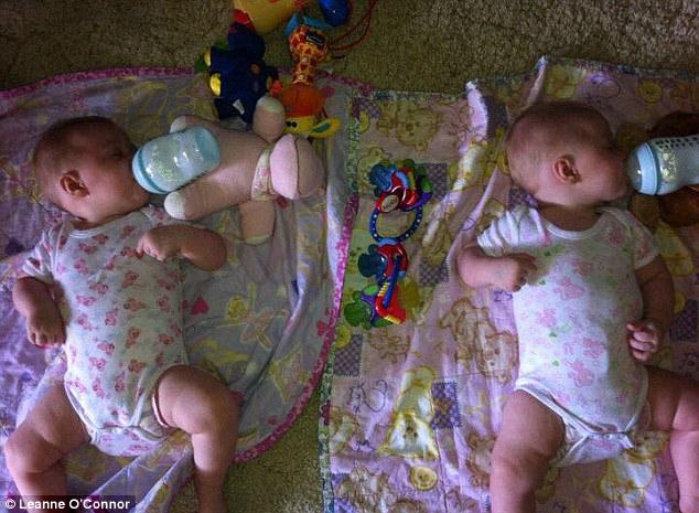 Як багатозадачні мами годують близнюків  - фото 3
