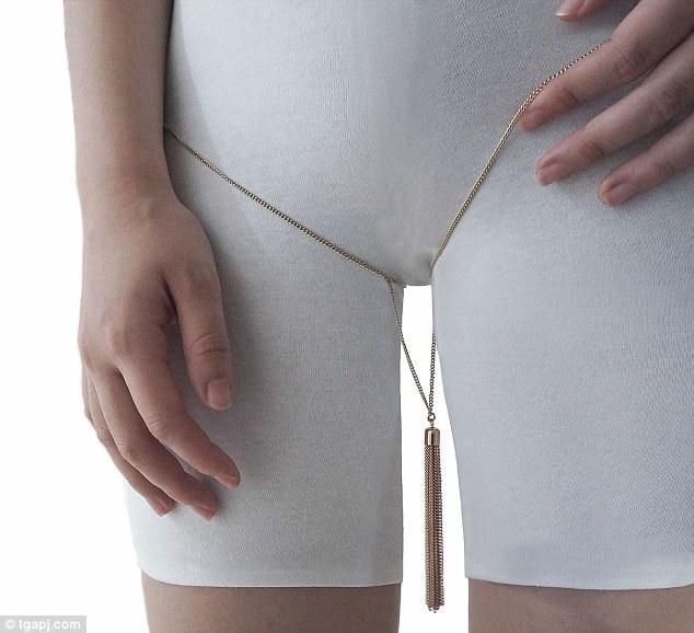 Дизайнер створив шокуючу прикрасу для жіночої промежини  - фото 1