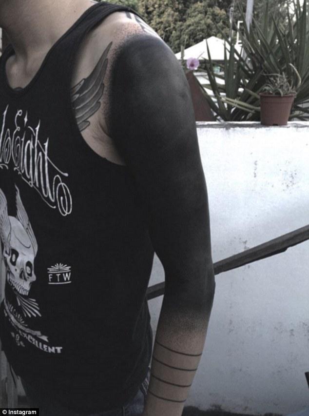 Чорне тіло: жахливий тренд татуювання підкорює соцмережі  - фото 6