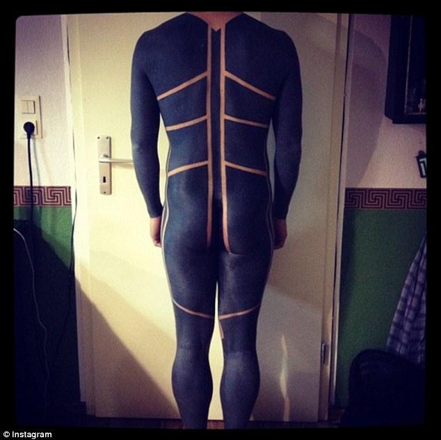 Чорне тіло: жахливий тренд татуювання підкорює соцмережі  - фото 2