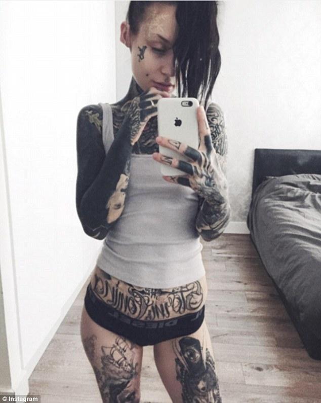 Чорне тіло: жахливий тренд татуювання підкорює соцмережі  - фото 1