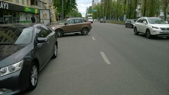 """Як комунальники Кличка трусять гроші з водіїв на """"нездорових"""" парковках - фото 5"""