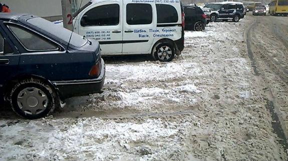 Як столичні паркувальники-сніговики вибивають гроші з водіїв - фото 3