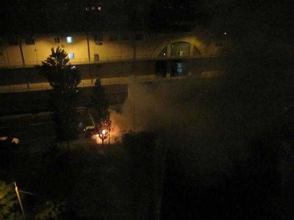 У Києві біля торговельного центру вибухнула автівка  - фото 1