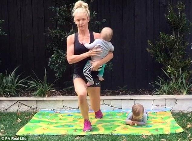 31-річна матуся похизувалася кубиками на пресі після народження близнюків  - фото 3