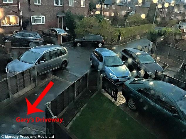 Далекобійний колекціонує фото авто, які блокують проїзд до його будинку - фото 5
