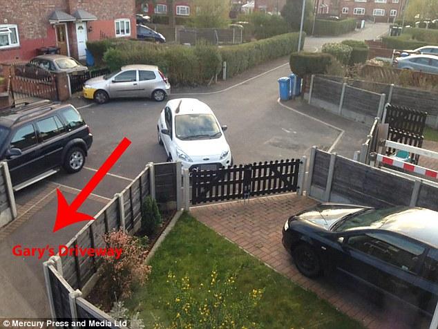 Далекобійний колекціонує фото авто, які блокують проїзд до його будинку - фото 3