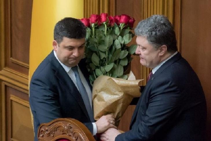 Квітковий конфуз: Порошенко більше не дарує букети чиновникам-чоловікам - фото 2
