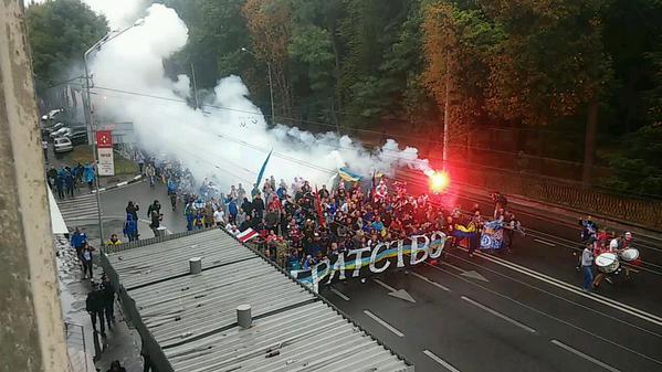 Українські та білоруські ультрас пройшли маршем по Львову (ФОТО, ВІДЕО)  - фото 3