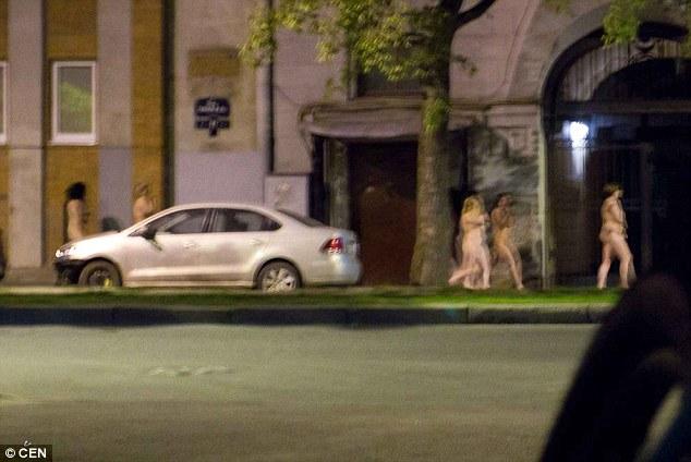 Як на Росії голих повій водили по вулицям (ВІДЕО, 18+) - фото 2