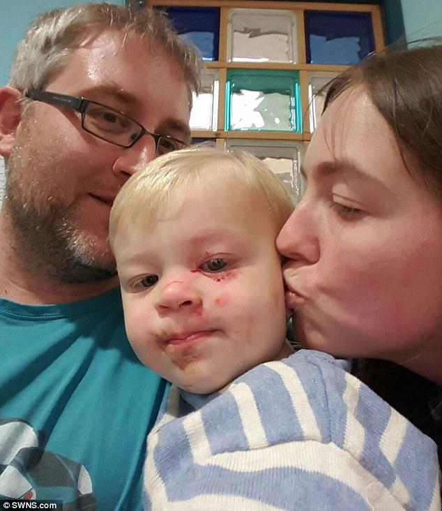У британському супермаркеті чоловік наніс дев'ять порізів немовляті - фото 1