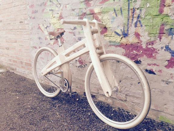 Киянин майструє унікальні дерев'яні велосипеди за $1,2 тисячі  - фото 1