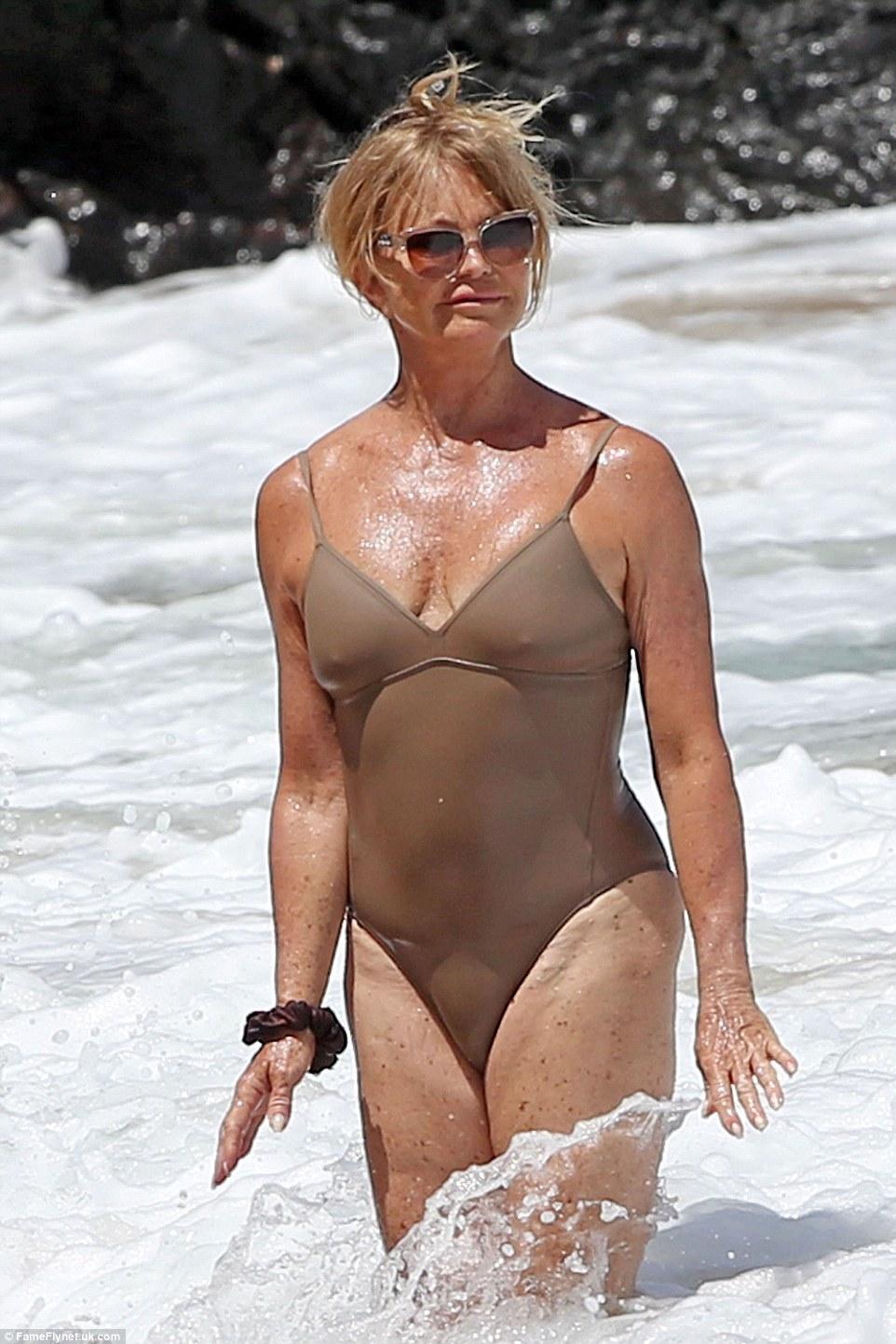 70-річна акторка похизувалася фігурою у купальнику - фото 2