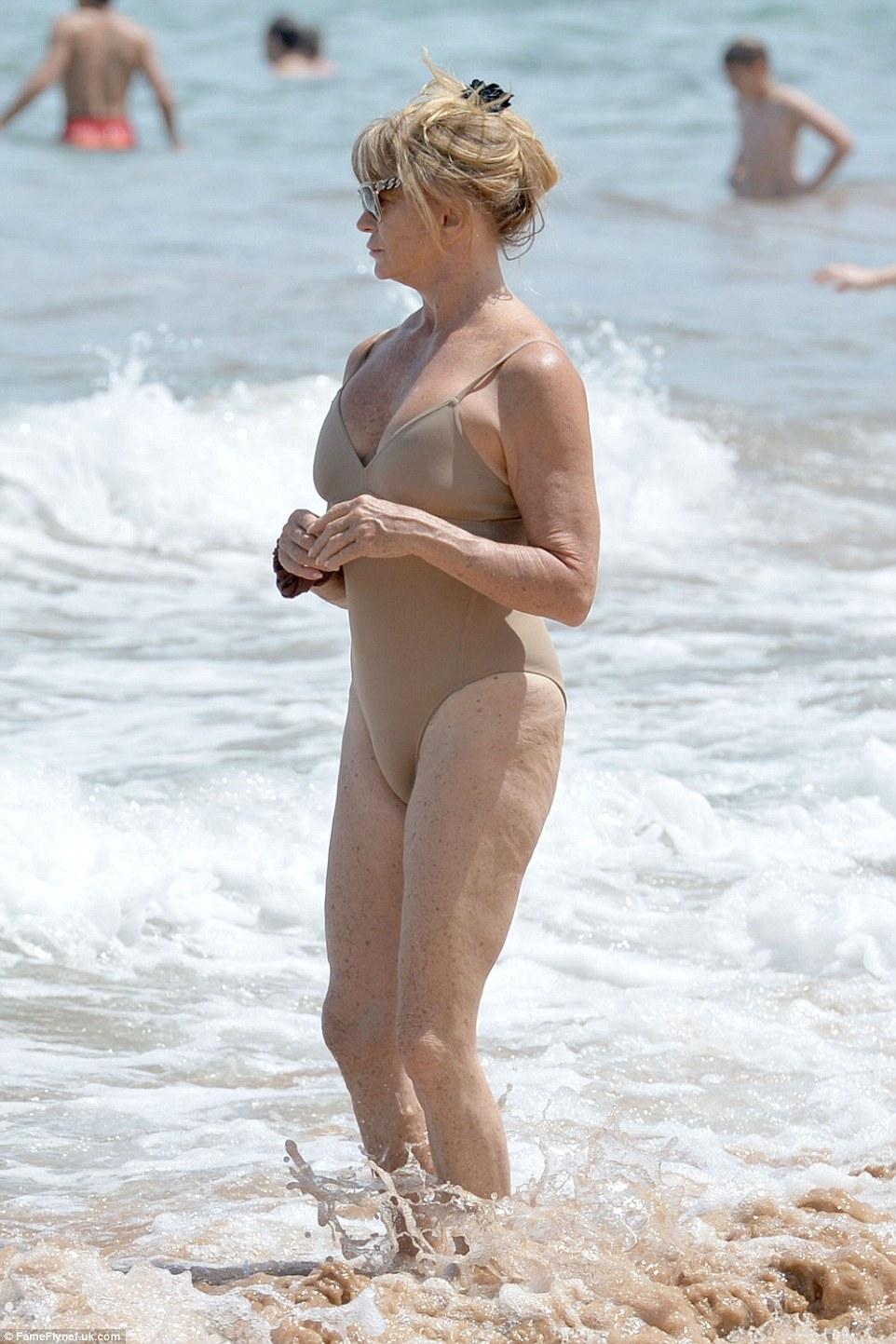 70-річна акторка похизувалася фігурою у купальнику - фото 1