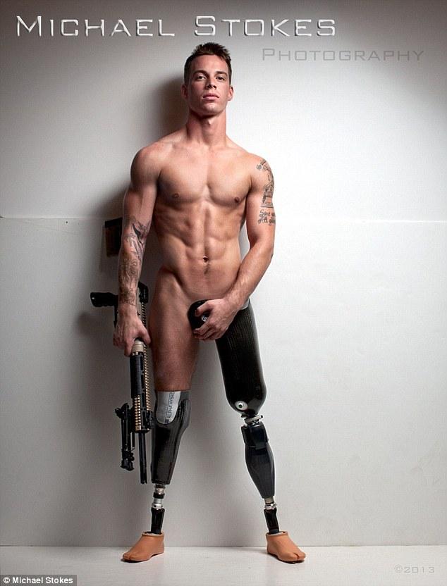 Голий 25-річний чоловік з ампутованими кінцівками став зіркою реклами - фото 1