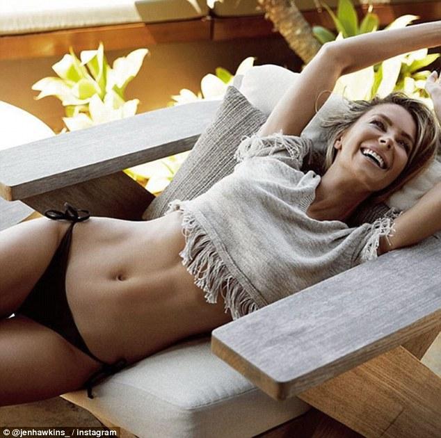 Тріщина на животі: новий тренд серед дівчат підірвав мережу  - фото 1
