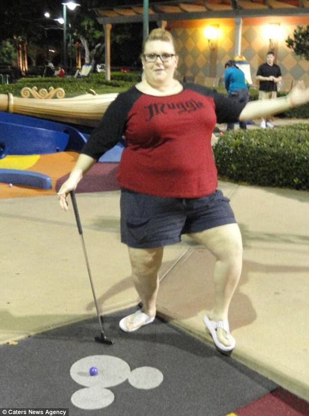 Жінка, яка застрягла на гірці в аквапарку, схудла на 70 кг завдяки стриптизу - фото 1