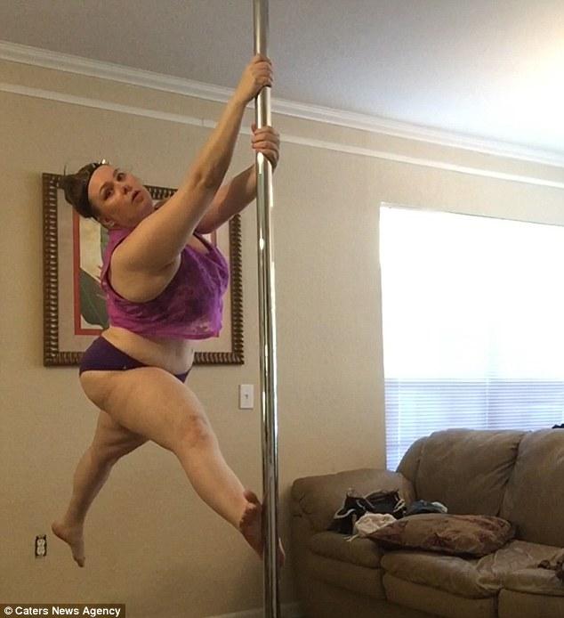 Жінка, яка застрягла на гірці в аквапарку, схудла на 70 кг завдяки стриптизу - фото 4
