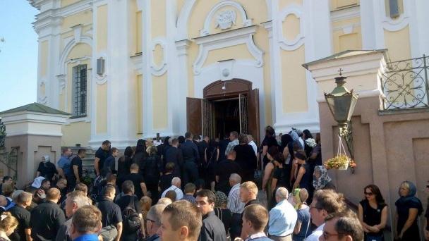 На похорон Єремеєва прийшли до тисячі людей (ФОТОРЕПОРТАЖ) - фото 6
