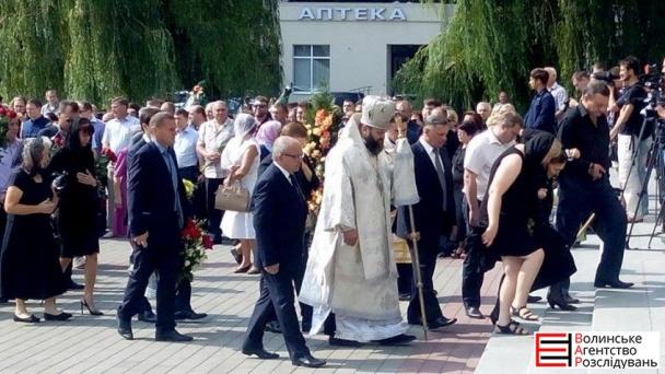 На похорон Єремеєва прийшли до тисячі людей (ФОТОРЕПОРТАЖ) - фото 5