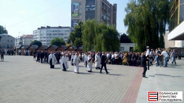 На похорон Єремеєва прийшли до тисячі людей (ФОТОРЕПОРТАЖ) - фото 3