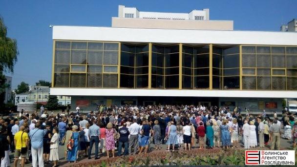 На похорон Єремеєва прийшли до тисячі людей (ФОТОРЕПОРТАЖ) - фото 2