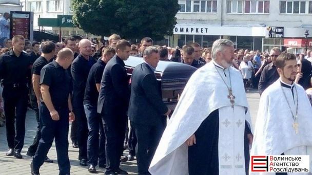 На похорон Єремеєва прийшли до тисячі людей (ФОТОРЕПОРТАЖ) - фото 4