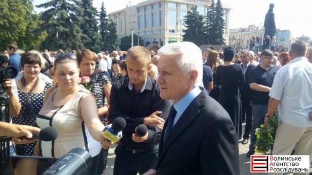 На похорон Єремеєва прийшли до тисячі людей (ФОТОРЕПОРТАЖ) - фото 8