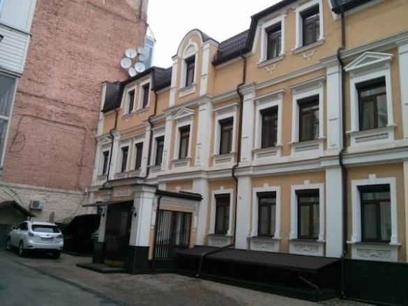 Печерський суд зняв арешт з офісного центру Ставицького  - фото 1
