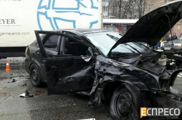 У Києві фіскал-хабарник влаштував масштабну ДТП, тікаючи від силовиків - фото 8