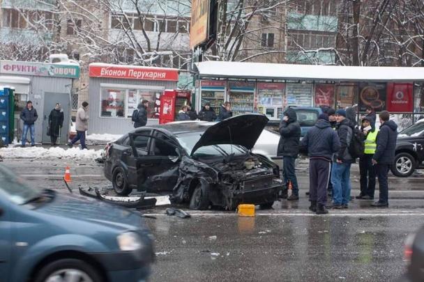 У Києві фіскал-хабарник влаштував масштабну ДТП, тікаючи від силовиків - фото 7