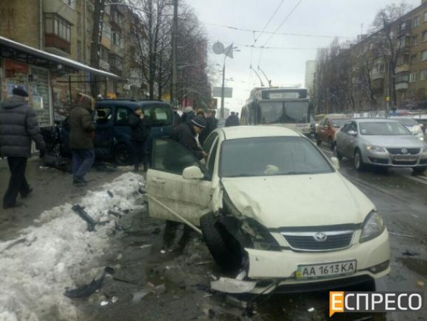 У Києві фіскал-хабарник влаштував масштабну ДТП, тікаючи від силовиків - фото 6